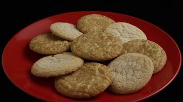 tiro cinematográfico giratório de biscoitos em um prato - biscoitos 133