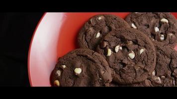 filme cinematográfico giratório de biscoitos em um prato - biscoitos 035