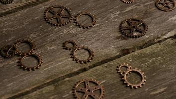 girato stock footage rotante di quadranti di orologi antichi e stagionati - quadranti 030