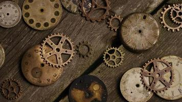 Imágenes de archivo giratorias tomadas de caras de relojes antiguas y desgastadas: caras de relojes 076 video