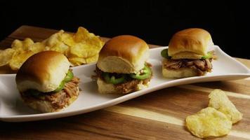 foto rotativa de deliciosos cursores de porco desfiado - churrasco 104 video