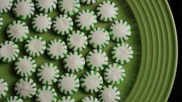 rotierender Schuss von Minze-Bonbons - Bonbon-Minze 021