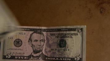 rotierender Schuss von amerikanischem Geld (Währung) - Geld 451