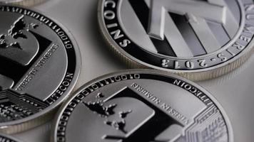 roterande skott av litecoin bitcoins (digital kryptovaluta) - bitcoin litecoin 0137 video