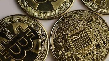 rotierende Aufnahme von Bitcoins (digitale Kryptowährung) - Bitcoin 0340