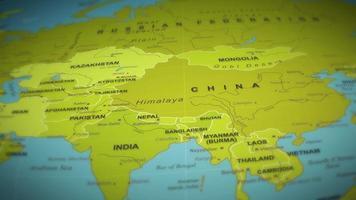 mapa del mundo sobre fondo de vuelo video