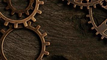 girato stock footage rotante di quadranti di orologi antichi e stagionati - quadranti 045