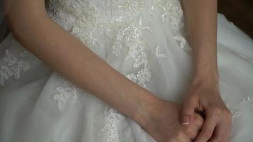 une mariée agitée video