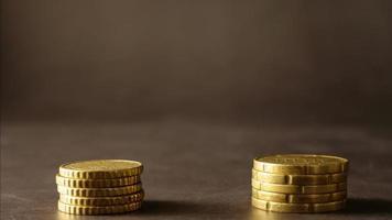 zwei Stapel Münzen Hintergrund