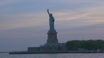 statue de la liberté plan large 4k