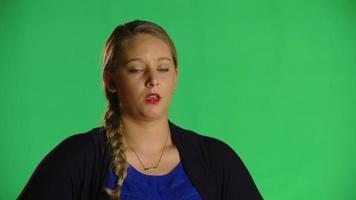 mujer rubia asombrada clip de estudio