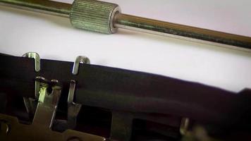 máquina de escrever capítulo i ii iii video