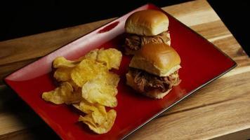 foto rotativa de deliciosos cursores de porco desfiado - churrasco 088 video