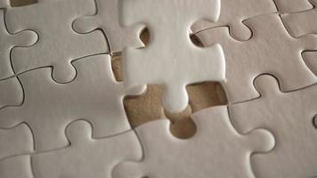 pieza de rompecabezas blanco relleno a mano