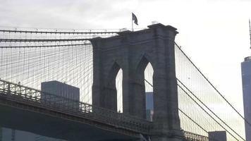 puente de brooklyn y el one world trade center 4k