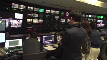 sala de controle principal da estação de notícias video