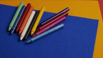 tiro giratório de giz de cera colorido para desenho e artesanato - giz de cera 019 video