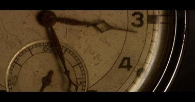 lapso de tempo de extremo close do ponteiro do relógio movendo-se em uma hora das 3:00 às 4:00 em 4k