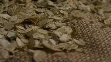 colpo rotante di orzo e altri ingredienti per la produzione di birra - produzione di birra 299