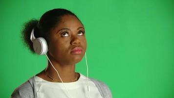 atitude jovem afro-americana chiclete ... qualquer