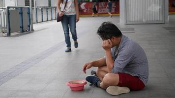 Tourists were stolen money, he begging on street for charity