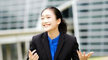 Porträt eines erfolgreichen Geschäftsmannes Unternehmer kommen video