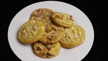 filme cinematográfico giratório de biscoitos em um prato - biscoitos 381