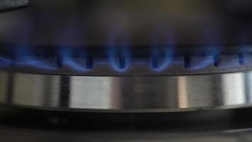 queimador de gás com fogo azul video