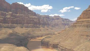 Rio Colorado correndo pelo Grand Canyon 4k