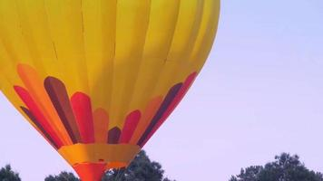 globo aerostático descendente video