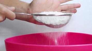 harina en el bol