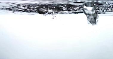 gotas e correntes de água