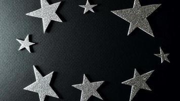 estrellas plateadas