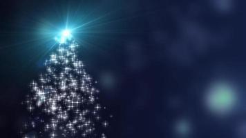 Schneeflockensternlichter konvergieren in den Weihnachtsbaum mit blauem Bokehhintergrund