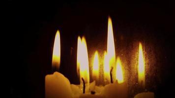 velas espeluznantes con llamas locas y espejo