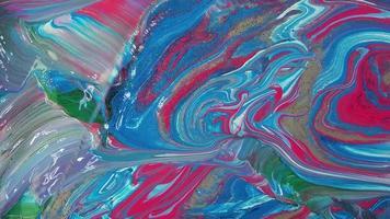mezcla de pinturas rosa azul y blanco