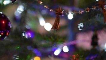 lâmpada elétrica brilhar com elementos de natal