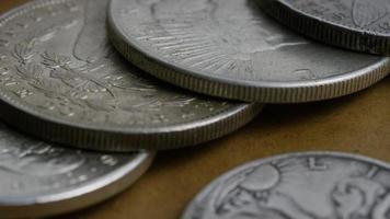 girato stock footage rotante di monete americane antiche - denaro 0117