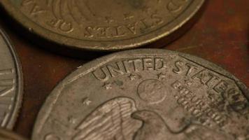Imágenes de archivo giratorias tomadas de monedas monetarias americanas - dinero 0354 video
