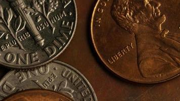 roterend voorraadbeeldschot van Amerikaanse monetaire muntstukken - geld 0318