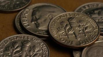 Tournage de séquences d'archives de dix cents américains (pièce de monnaie - 0,10 $) - argent 0215