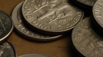 girato stock footage rotante di monetine americane (moneta - $ 0,10) - denaro 0208