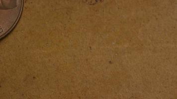 rotierende Stock Footage Aufnahme von amerikanischen Pennys (Münze - 0,01 $) - Geld 0167
