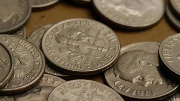 Tournage de séquences d'archives de dix cents américains (pièce de monnaie - 0,10 $) - argent 0212
