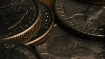 girato stock footage rotante di quarti americani (moneta - $ 0,25) - denaro 0222