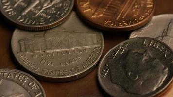 Imágenes de archivo giratorias tomadas de monedas monetarias estadounidenses - dinero 0294 video