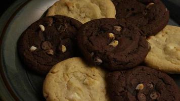 tiro cinematográfico giratório de biscoitos em um prato - biscoitos 267