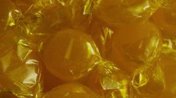 rotierender Schuss von Butterscotch-Bonbons - Candy-Butterscotch 020