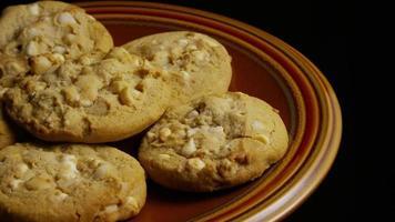 tiro cinematográfico giratório de biscoitos em um prato - biscoitos 330