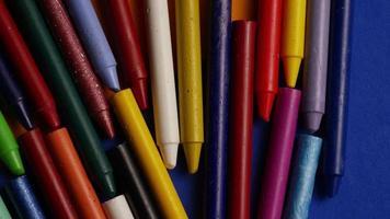 foto giratória de giz de cera colorido para desenho e artesanato - giz de cera 025